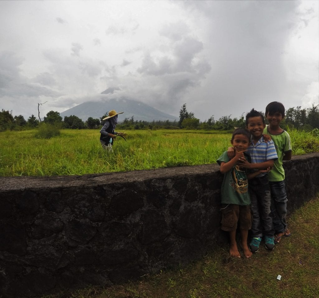 philippines-kids | backpacking in southeast asia