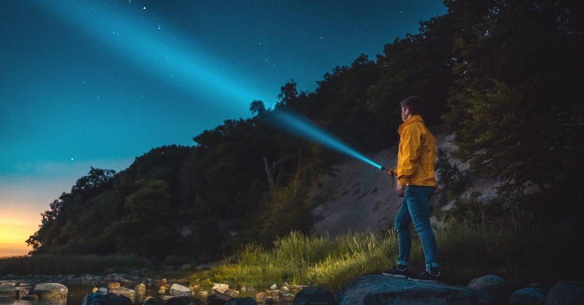 best hiking flashlights